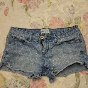 Patterned jean shorts